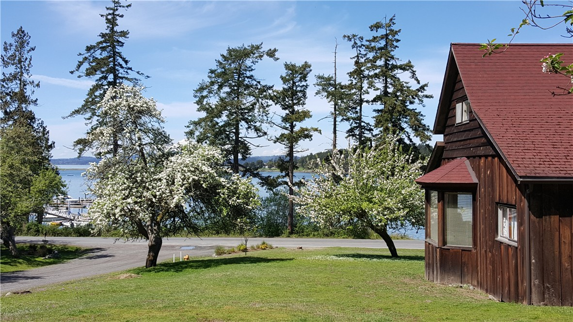 3305 Fisherman Bay Rd, Lopez Island, WA 98261
