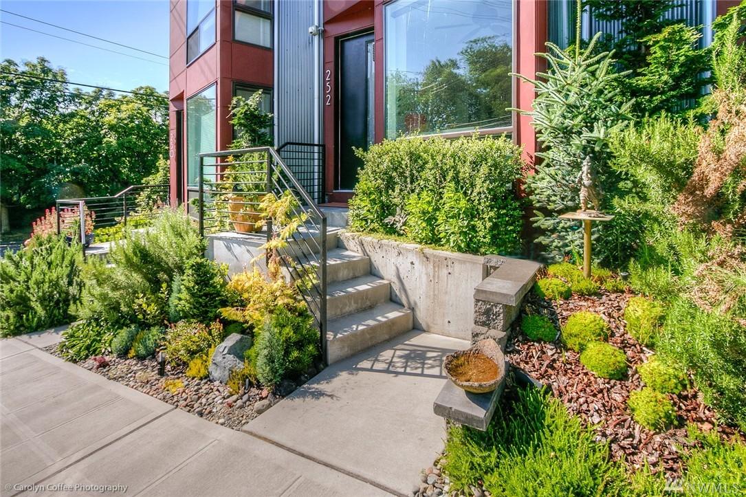 252 E Roanoke St, Seattle, WA 98102