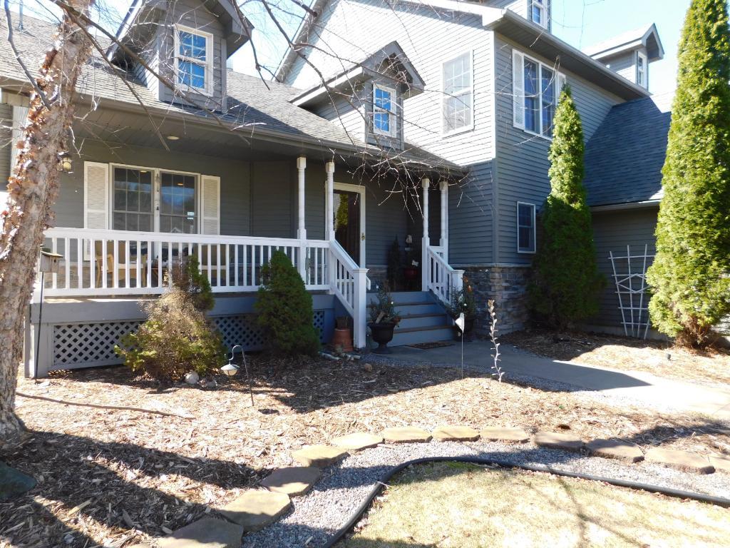817 Henslow Avenue N, Oakdale, MN 55128