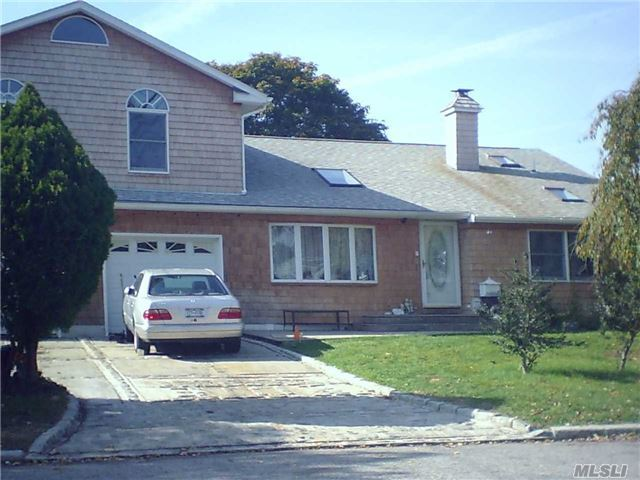 3102 Chestnut Ave, Medford, NY 11763