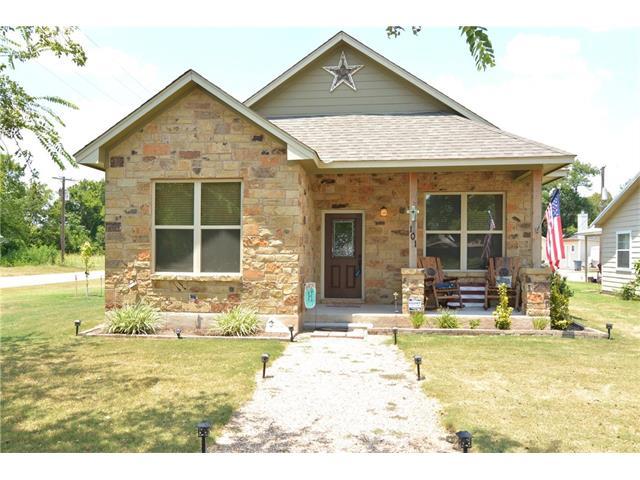 101 Marburger St, Smithville, TX 78957
