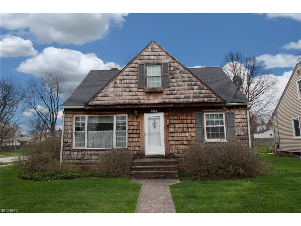 5289 Karen Isle Dr, Willoughby, OH 44094