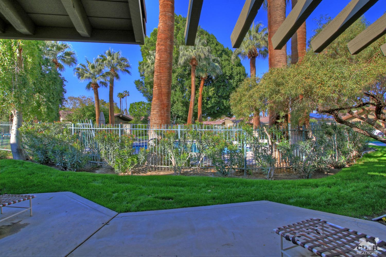 98 Laredo Lane, Palm Desert, CA 92211