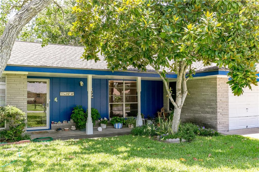 836 Pine Ave, Rockport, TX 78382