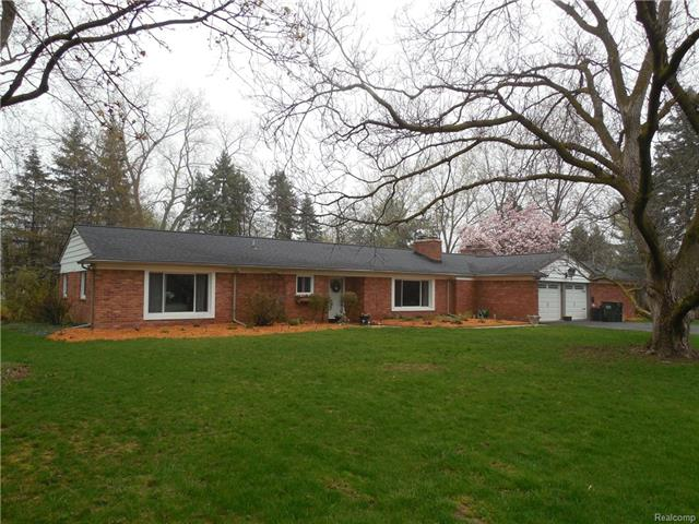 2686 New England DR, Rochester Hills, MI 48309