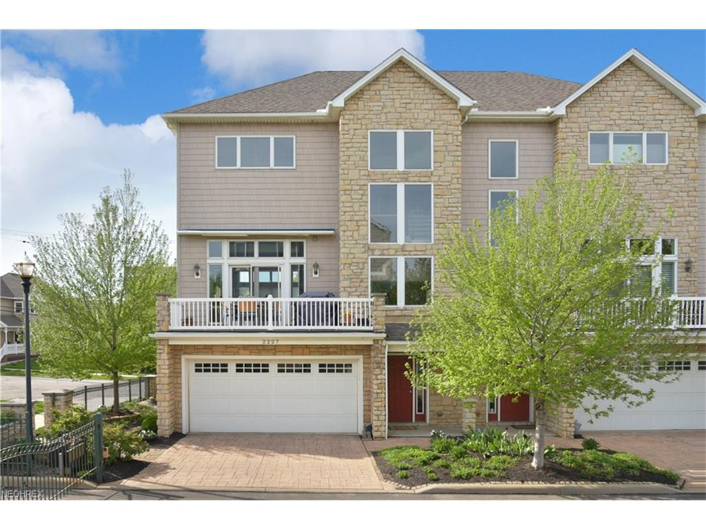 2227 City View Dr, Cleveland, OH 44113