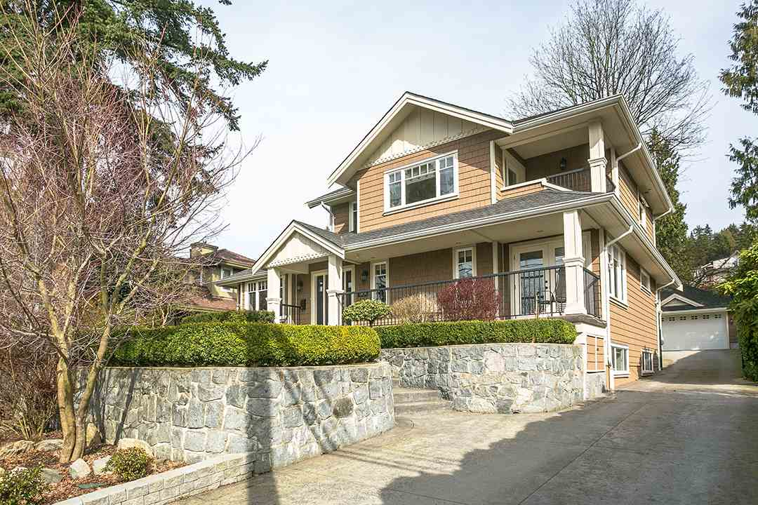 1050 11TH STREET, West Vancouver, BC V7T 2M5