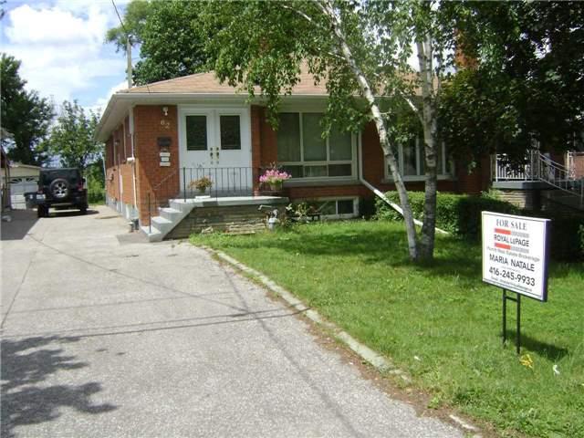 62 Fernando Rd, Toronto, ON M9M 2P6