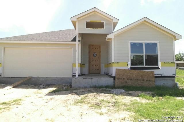 1212 Hickory St, Jourdanton, TX 78026