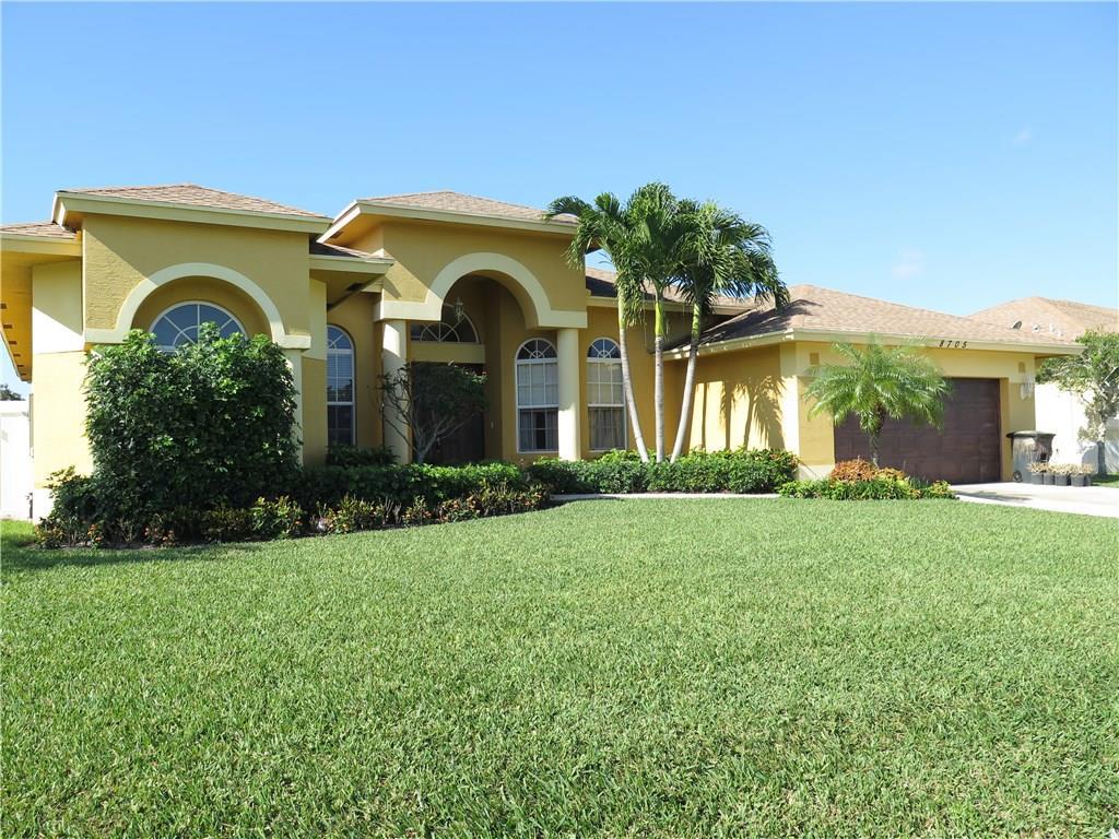8705 SE Pinehaven Avenue, Hobe Sound, FL 33455