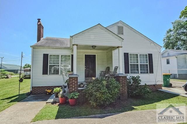 43 E Stephens St, Winder, GA 30680