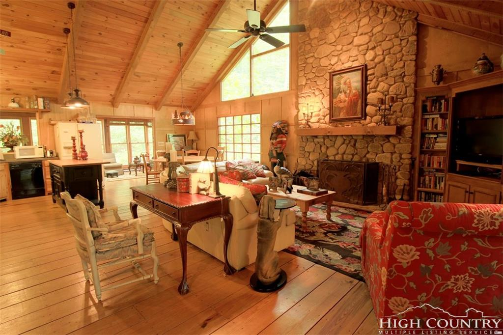 422 Wolf Den Lane, Blowing Rock, NC 28645