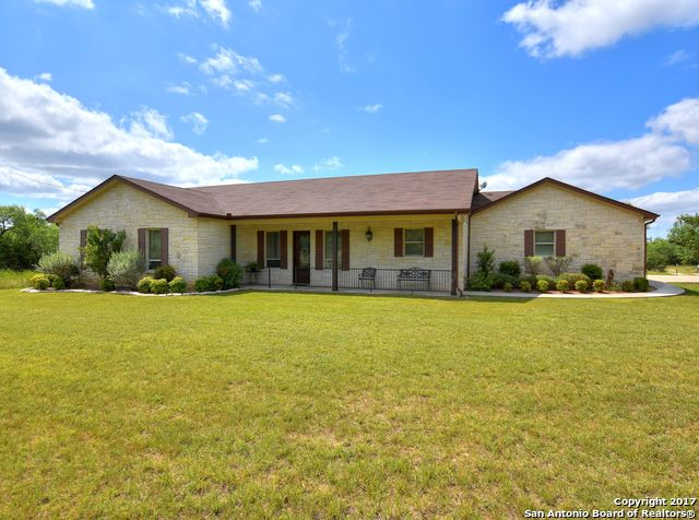 221 Oak Ridge Trl, Kingsland, TX 78639