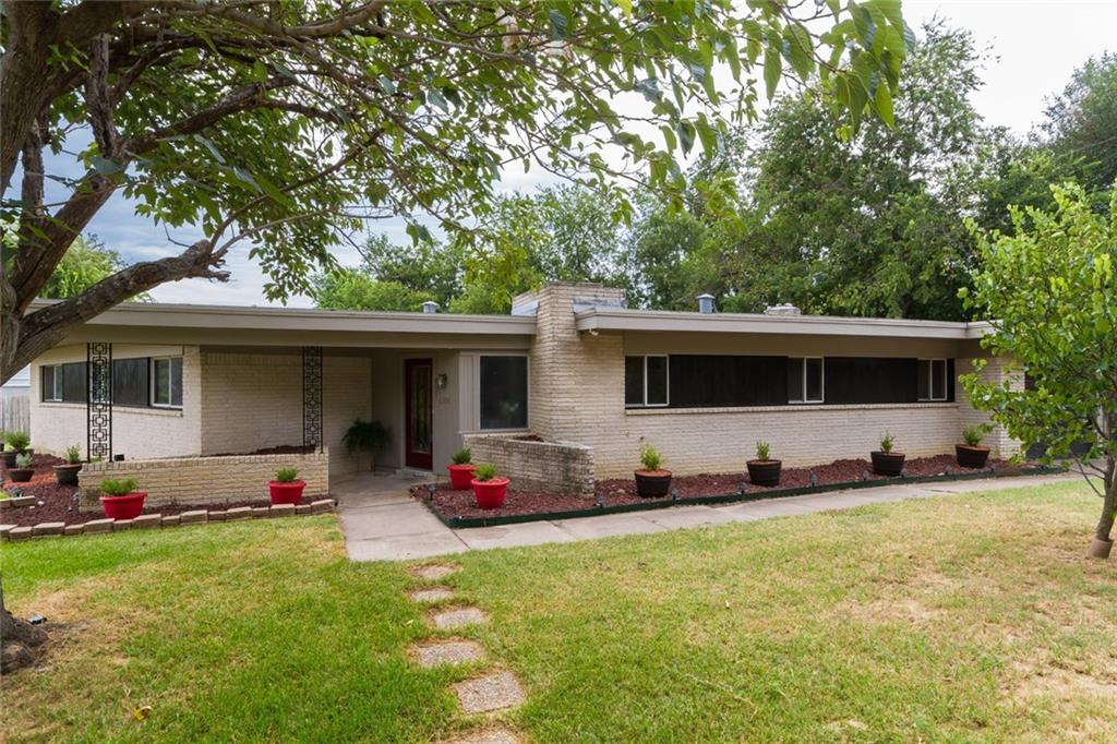 1300 Cozby Street, Benbrook, TX 76126