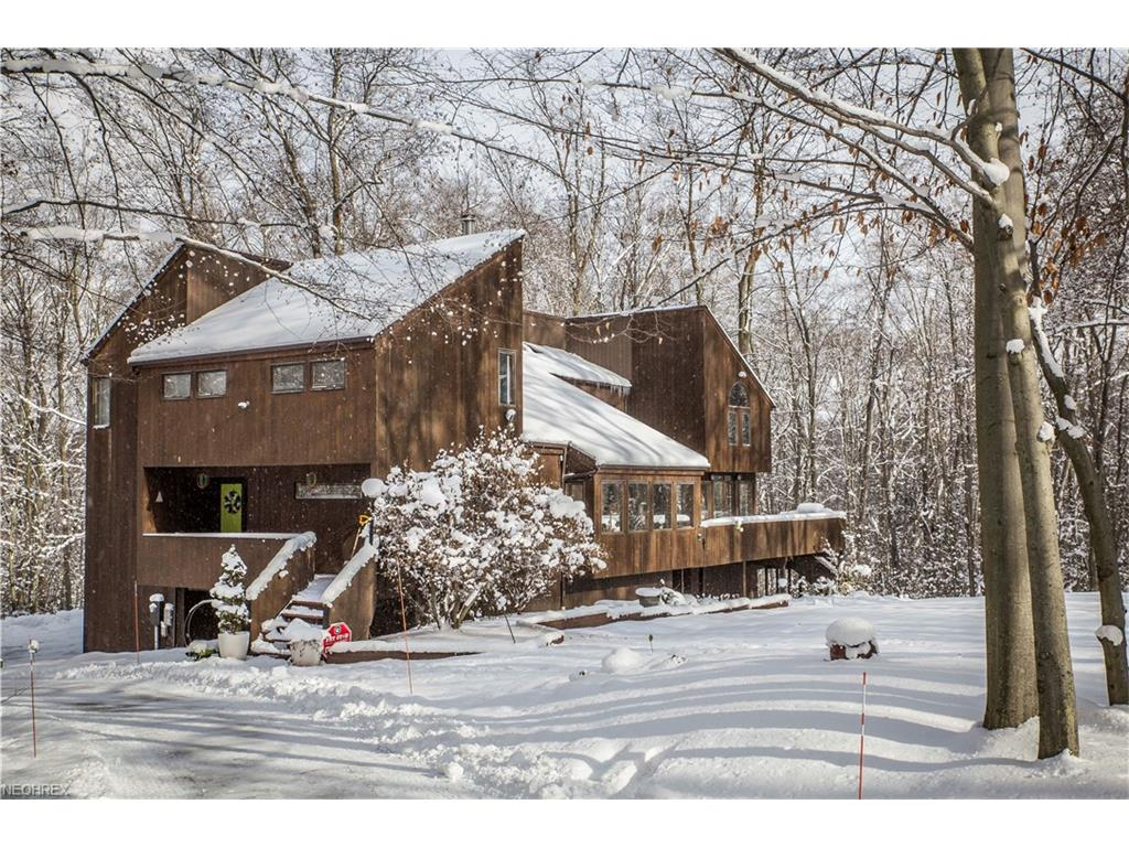 11249 Lake Forest Dr, Chesterland, OH 44026