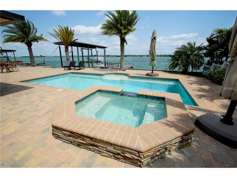 305 WINDWARD ISLAND, CLEARWATER BEACH, FL 33767