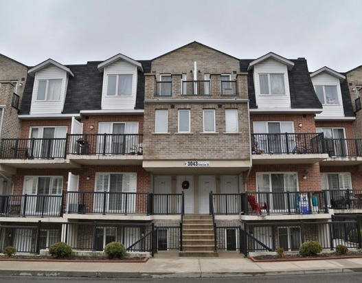 3043 W Finch Ave 2028, Toronto, ON M9M 0A4
