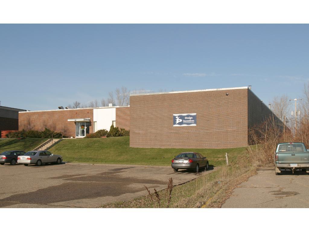 1065 Viking Drive E, Maplewood, MN 55109