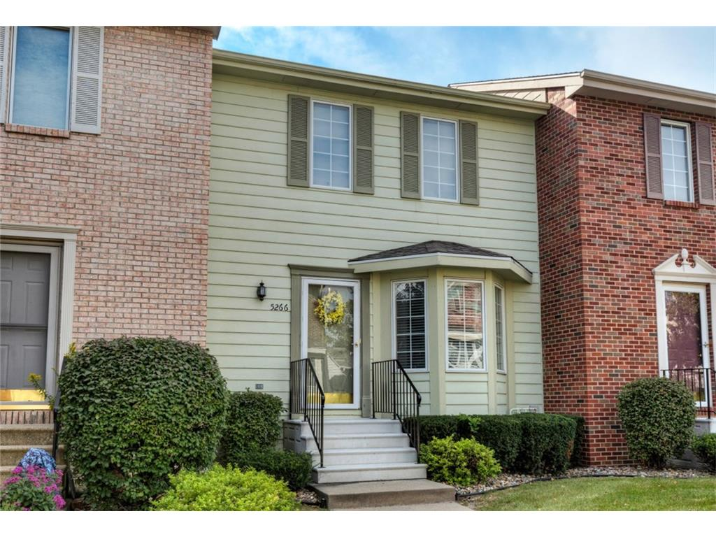 5266 Meredith Drive, Des Moines, IA 50310