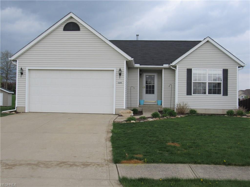 5691 W Breezeway Dr, North Ridgeville, OH 44039