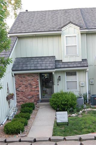 228 NE Bayview Drive, Lee's Summit, MO 64064