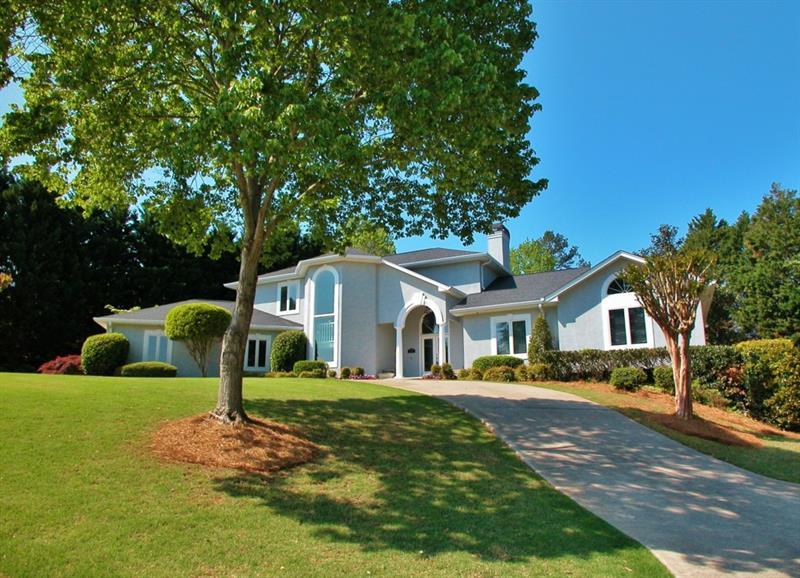 2906 Pointe Drive, Gainesville, GA 30506