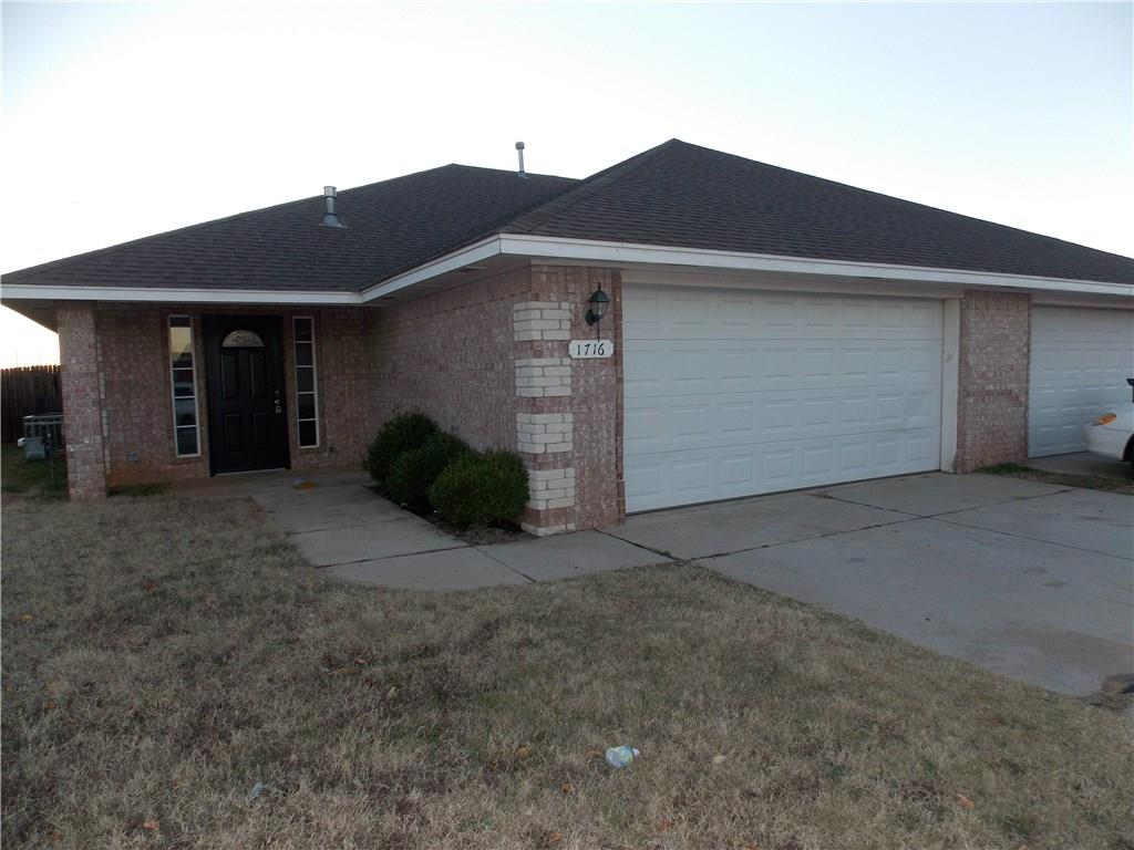 8 Lombardy Place, Clinton, OK 73601