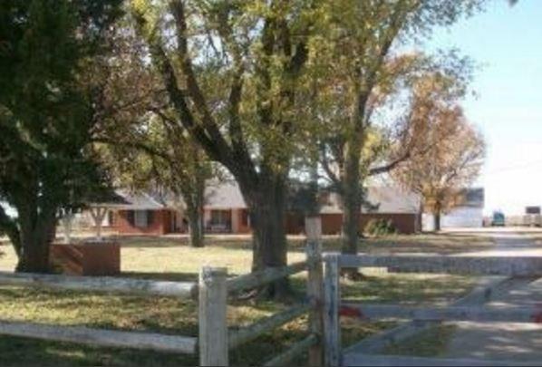 1801 N Pleasant View, Newkirk, OK 74647