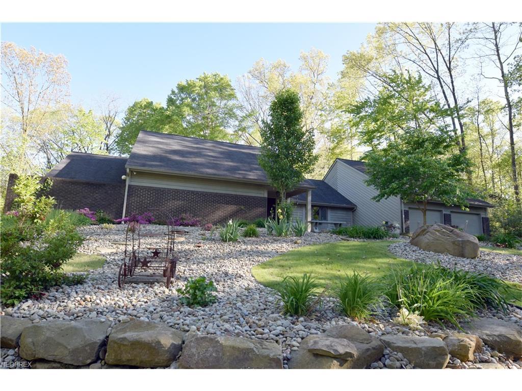 700 Hidden Valley Dr, Warren, OH 44484
