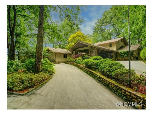 907 North Club Blvd, Lake Toxaway, NC 28747