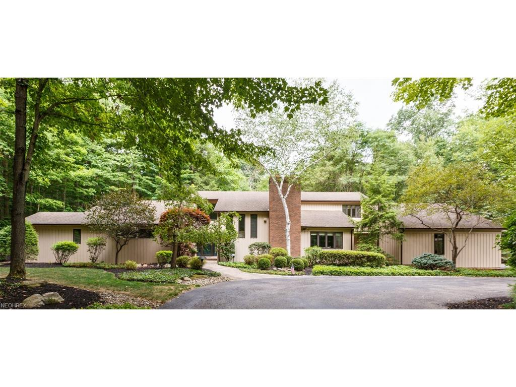 2 Windy Hill Dr, Willoughby Hills, OH 44094