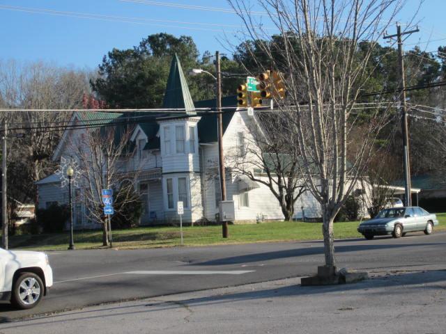 402 W Main St, Waverly, TN 37185