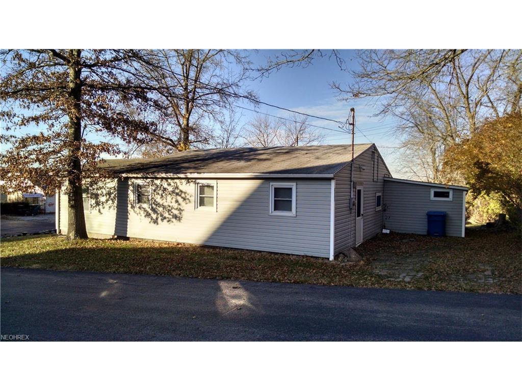 2162 River Rd, Lake Milton, OH 44429
