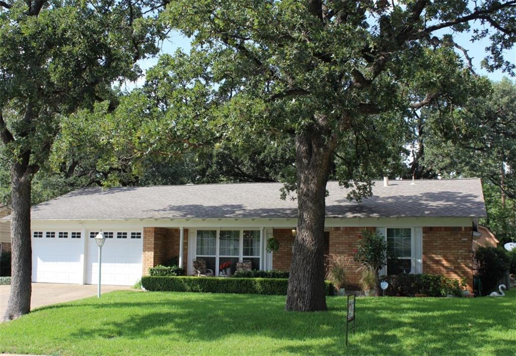 808 Ruth Lane, Hurst, TX 76053