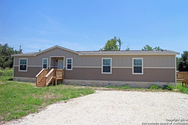 1401 Laredo St, Pleasanton, TX 78064