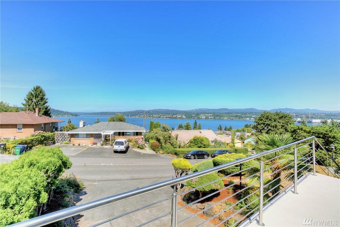 7745 S Lakeridge Dr, Seattle, WA 98178