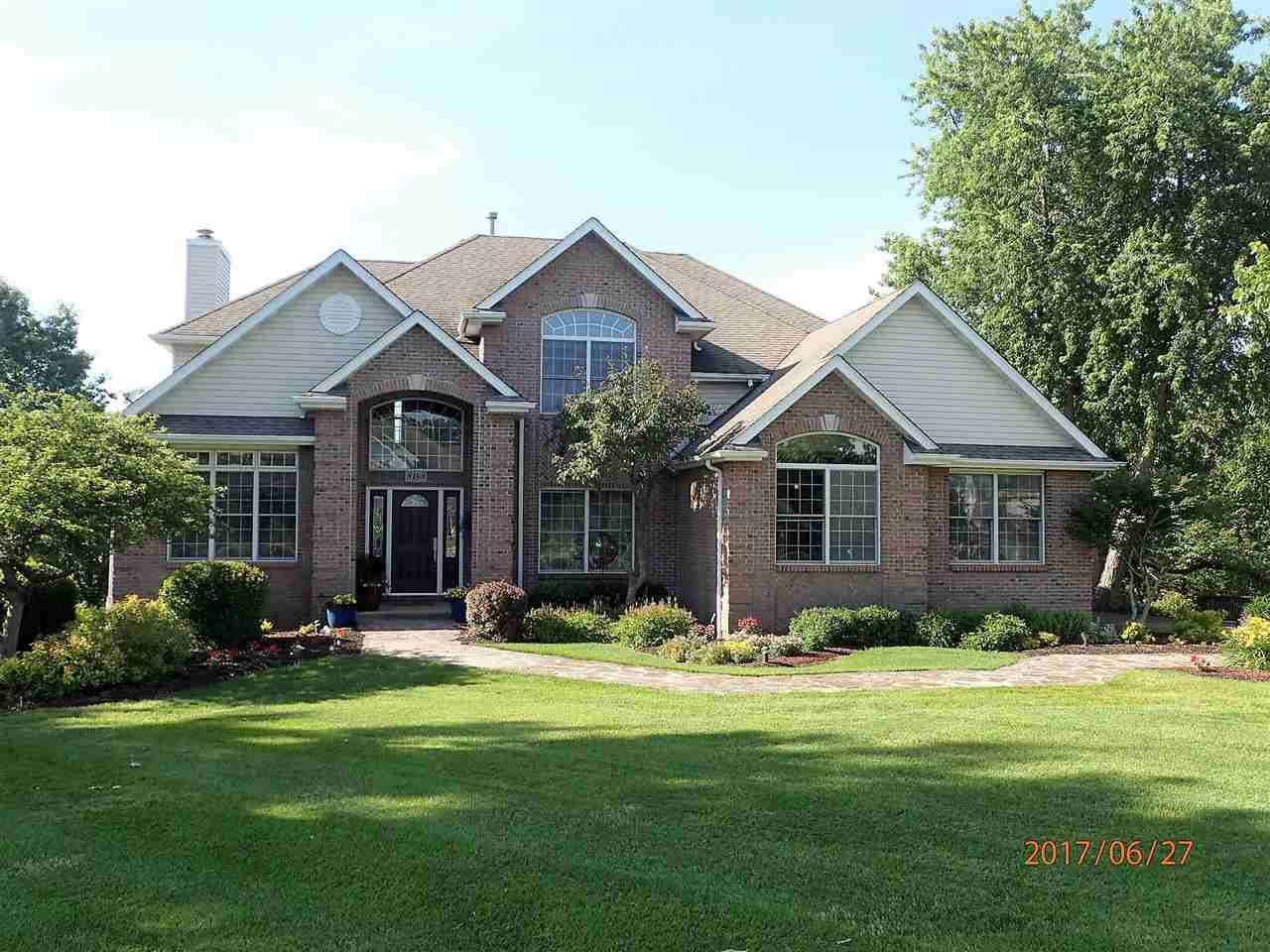 8188 Charissa's Place, ROSCOE, IL 61073