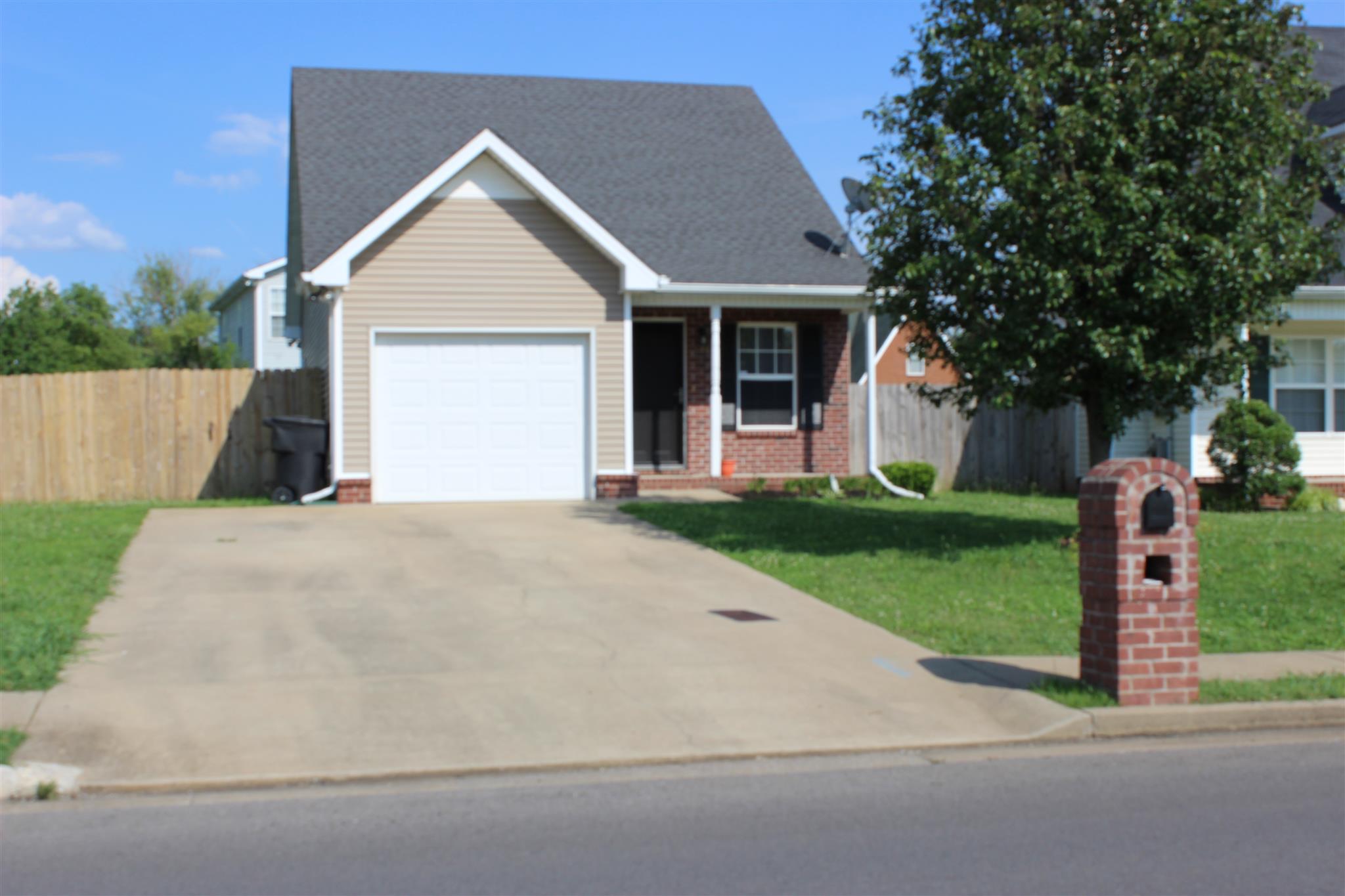 1515 Saint Andrews Dr, Murfreesboro, TN 37128