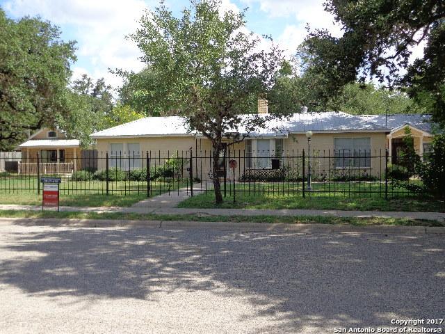 620 SAN ANTONIO ST, Pleasanton, TX 78064