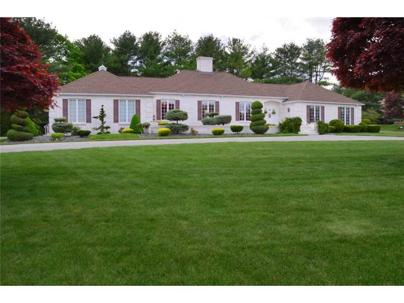 4 COUNTRYSIDE DR, Lincoln, RI 02865