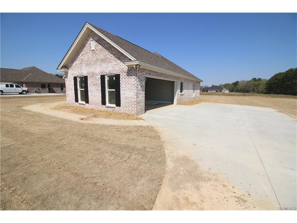 553 Blackberry Road, Deatsville, AL 36022
