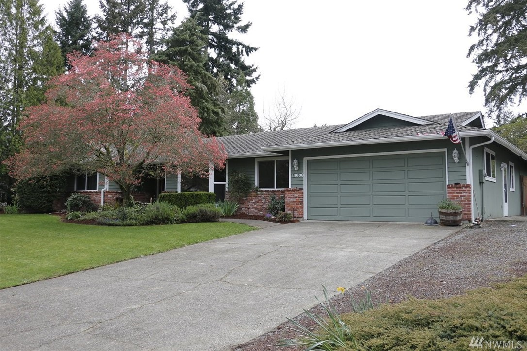 13909 109th Av Ct E, Puyallup, WA 98374