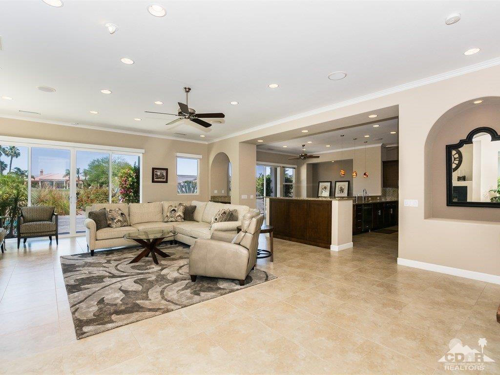 285 Loch Lomond, Rancho Mirage, CA 92270