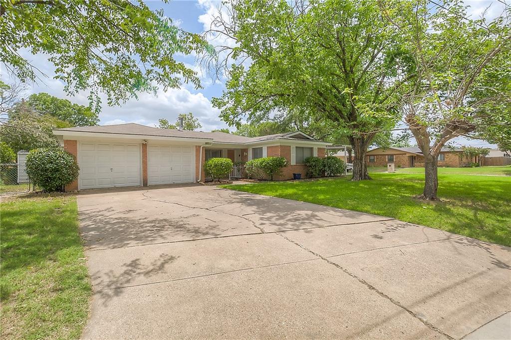 900 Hurstview Drive, Hurst, TX 76053