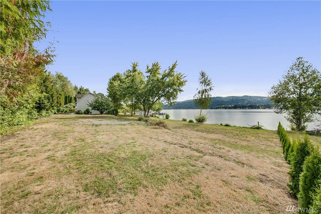 3201 E Lake Sammamish Shore Lane SE, Sammamish, WA 98075