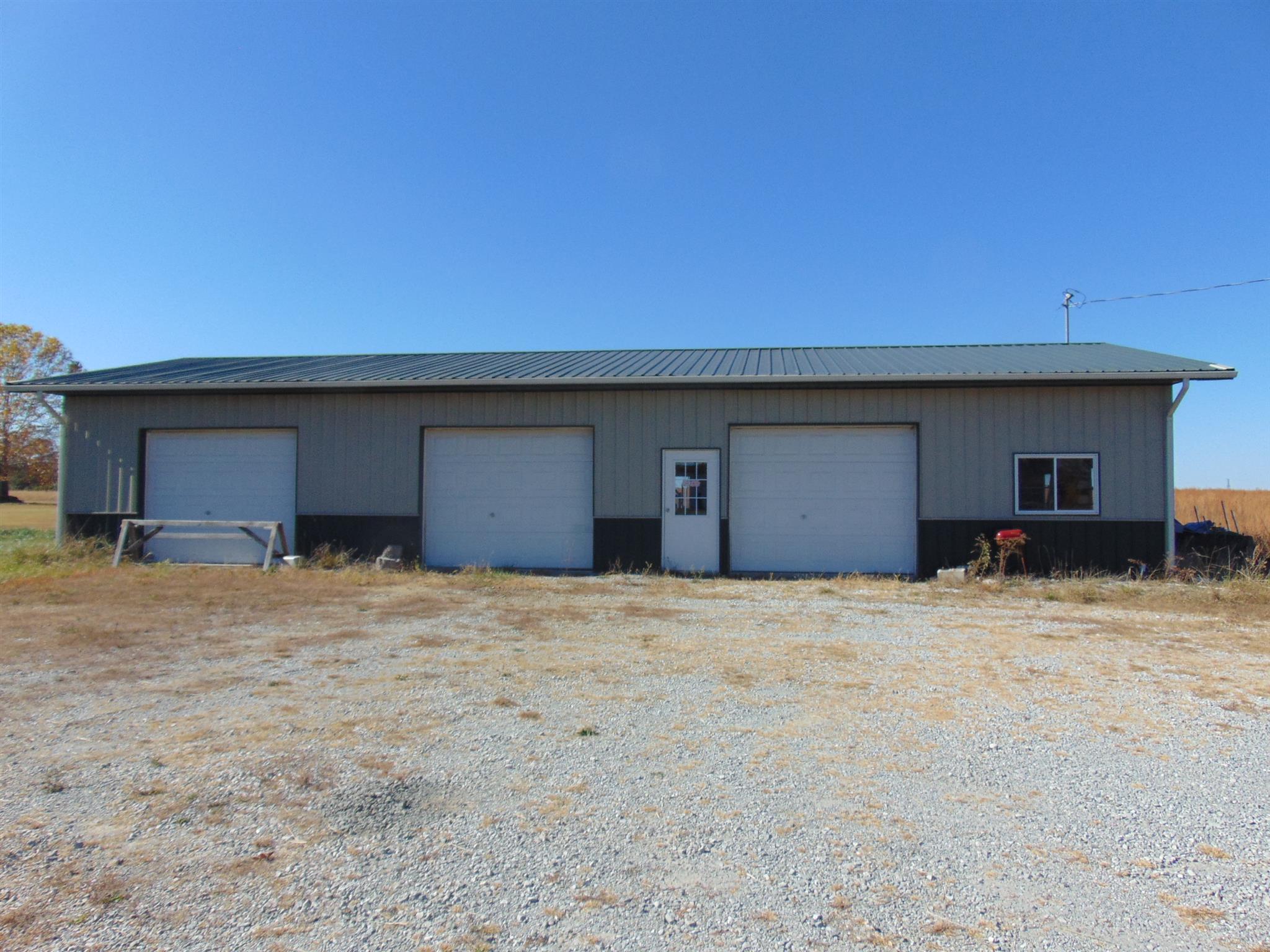 955 W Point Rd, Lawrenceburg, TN 38464