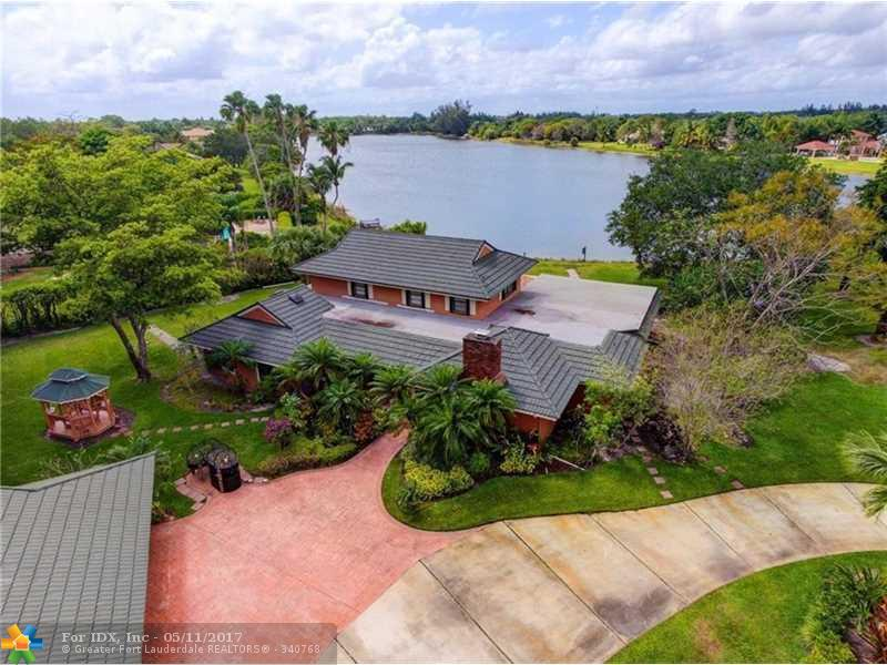 8521 Estate Dr, West Palm Beach, FL 33411