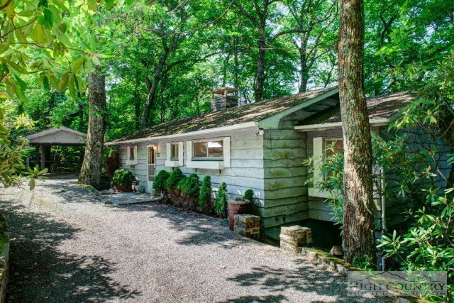 293 Sourwood Ln, Blowing Rock, NC 28605