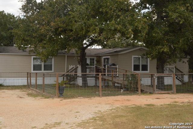 402 Stone Creek Dr, Gonzales, TX 78629