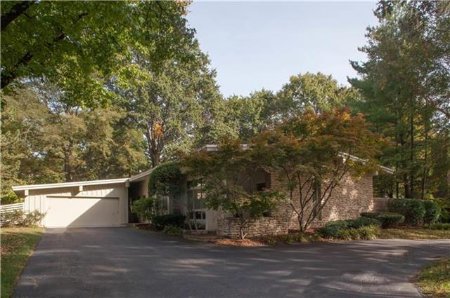 6627 Belinder Avenue, Mission Hills, KS 66208